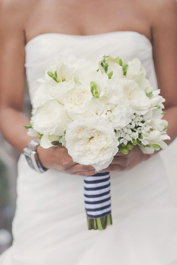 Love the Navy and White theme of this wedding - especially the ribbon on this white bouquet!