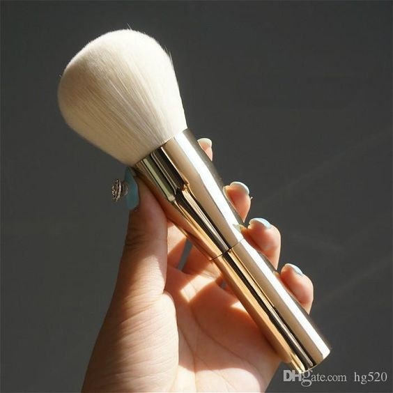Your attention should put on the superior eye makeup, real techniques and beauty on DHgate.com. The very big beauty powder brush blush foundation make up tool large cosmetics aluminum brushes soft face makeup sold by hg520 is of trendy design and low price.