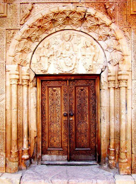 sako-ps8 Entrance to Noravank Church: