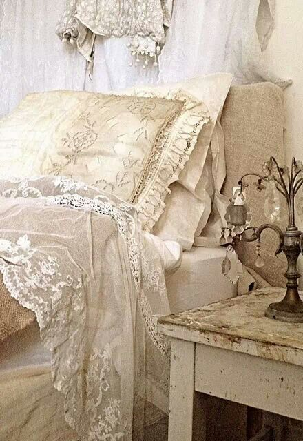 shabby chic projects to try pinterest draps de lit dentelle ancienne et shabby chic. Black Bedroom Furniture Sets. Home Design Ideas