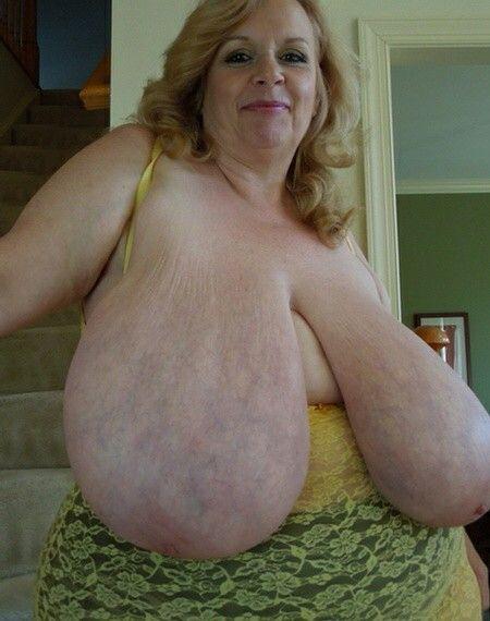 Amateur nipple suck