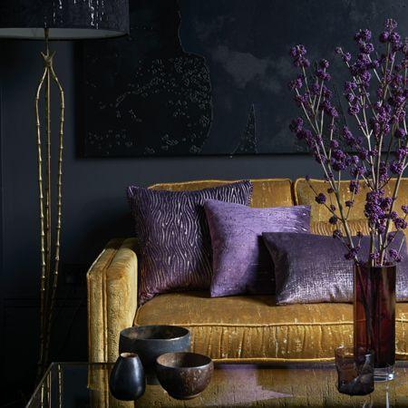 Jaune violet d coration int rieure salon living room for Salon jaune moutarde