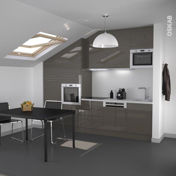 Petite cuisine ouverte de couleur taupe design et - Hauteur credence cuisine ...