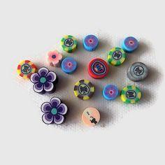 Perles fimo fleurs et divers palets x15  lot 07