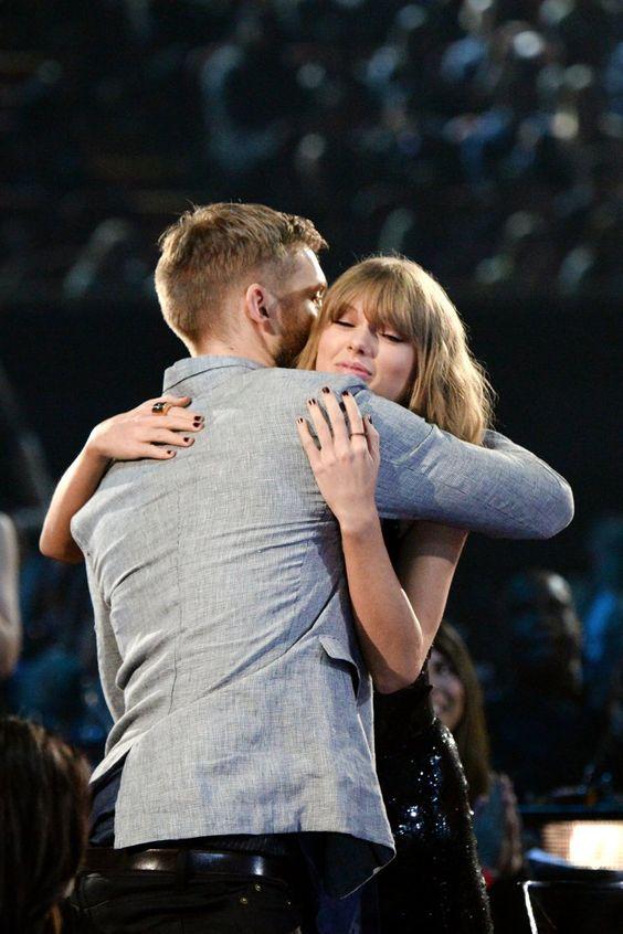 Pin for Later: Taylor Swift et Calvin Harris N'ont Pas Arrêté de Se Câliner aux iHearRadio Music Awards