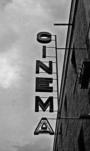 Ningún arte traspasa nuestra conciencia de la misma forma que lo hace el cine, tocando directamente nuestras emociones, profundizando en los oscuros habitáculos de nuestras almas.  Ingmar Bergman
