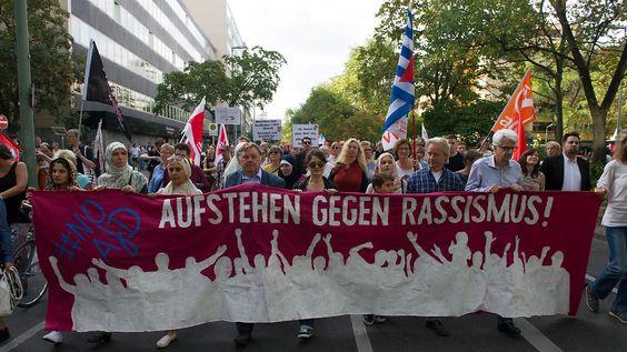Friedlicher Aufzug in Berlin: Tausende demonstrieren gegen Rassismus