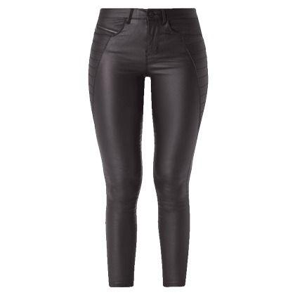 Sitzt wie eine zweite Haut: die Skinny Fit Jeans von ONLY. Das rockige Modell zeigt sich im Coated Denim sowie mit gesteppten Einsätzen.