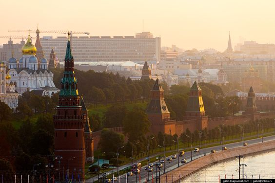 Moscow-existing walls and towers were built in the 1485-1495 . The total length of the walls - 2235 m