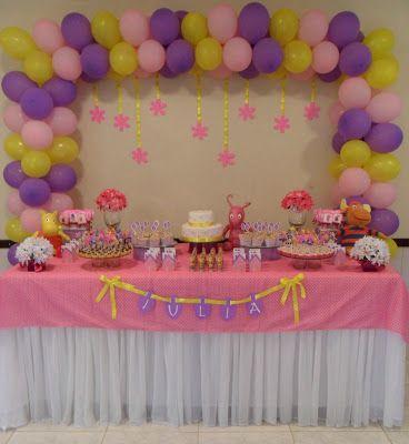 Recebo inúmeros e-mails me pedindo dicas de como montar a mesa do bolo , mas como vou arrumar os doces ... Oque eu faço ????  Vamos lá ! Vou...