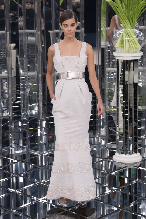 """Chanel Spring 2017, Lagerfeld's inspiration was the """"back of a spoon"""" to emphasize the curve of the hip which raises the waist, defined by a belt"""