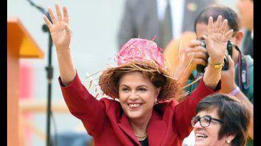 Dilma Rousseff, presidenta de Brasil. 35,000 mujeres marchan en apoyo a la presidenta. August 12, 2015.