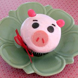 Toy Story party - Hamm cupcakes