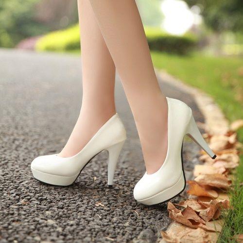Đã là con gái chắc chắn không thể không có niềm đam mê với giày cao gót, vấn đề mỗi người lại có niềm đam mê với mức độ khác nhau mà thôi. Vậy đâu là lý do phụ nữ thích giày cao gót đến thế?