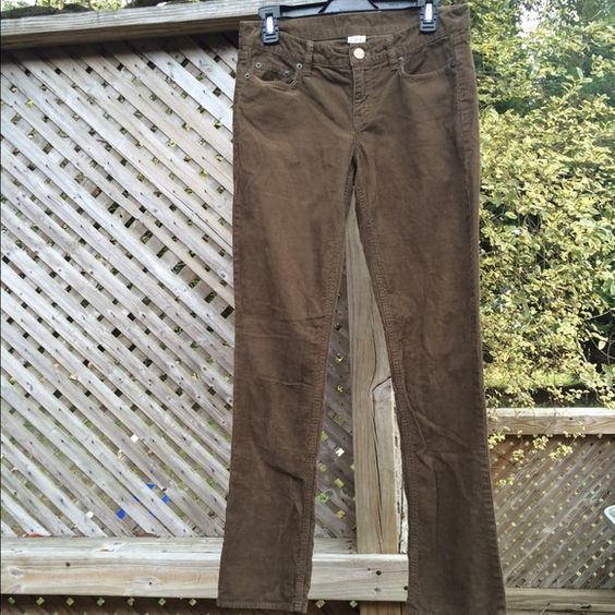 J. Crew Brown Straight Corduroy Pants City Fit. 27R Straight leg cords. Milk Chocolate brown. In excellent condition, always gently washed & line dried. Excuse the wrinkles. J. Crew Pants Straight Leg