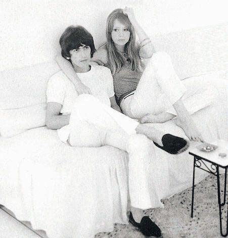 George and Pattie on their honeymoon in Barbados, 1966 (Source-http://iamthechildofthemoon.blogspot.com.br/search/label/Pattie%20Boyd?updated-max=2010-04-14T23:34:00-07:00=20=2=false)