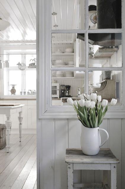 White painted floors, white tulips tg Ceilings