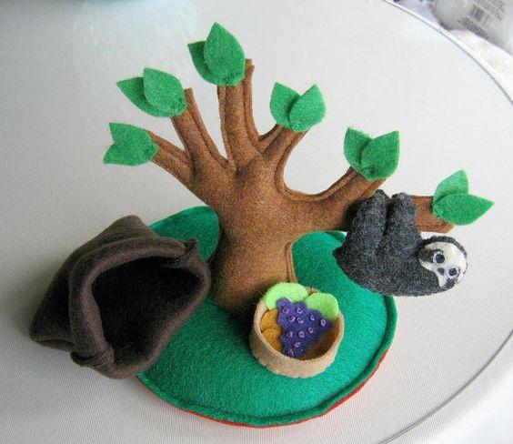 Faultier-Spielset Plüschtier mit Baum essen gefüllt und Kuscheln Tasche - Regenwald Tier