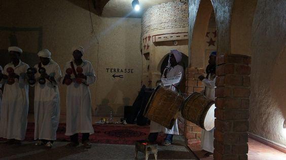 Le Riad Manouche à Merzouga, chanteurs berberes