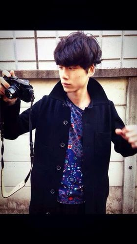 シャツがおしゃれなコーデの坂口健太郎のファッション