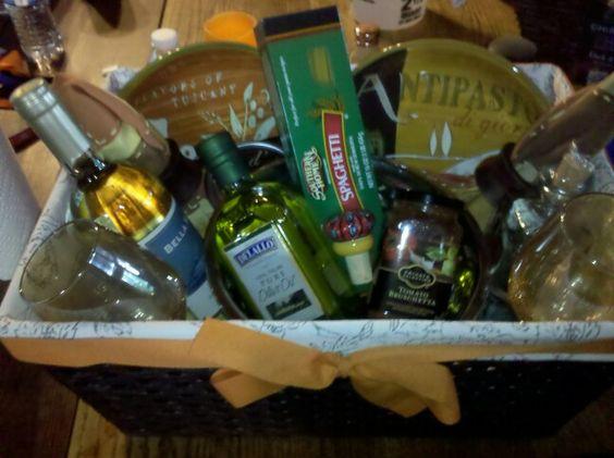 Wedding Themed Gift Basket : ... themed bridal showers gifts bridal shower gifts gift baskets bridal