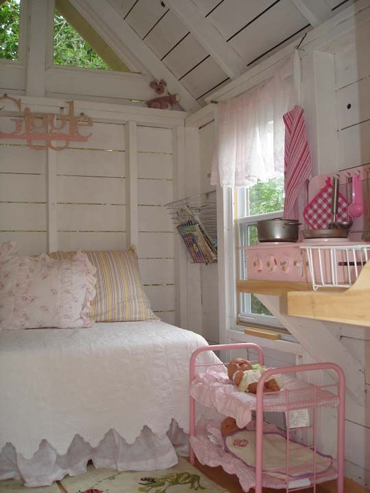 Adorable outbuilding turned play house. Would love to have this for future gchildren to play in someday!