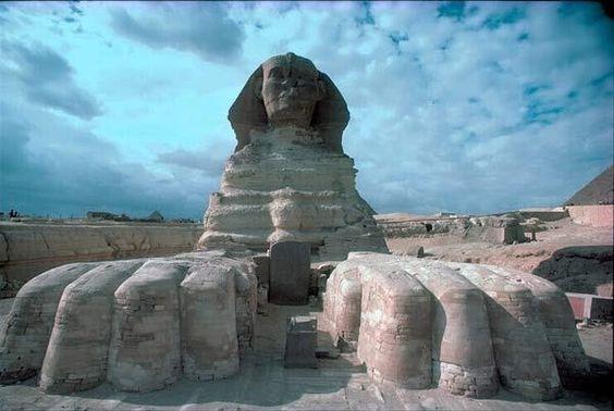 um tour para  as piramide de com programa o Cairo e Cruzeiro Assuao  http://alltoursegypt.com/brazil/tours/cairo_e_cruzeiro_assuan_pascoa-50-46.html para mais informações www.alltoursegpt.com