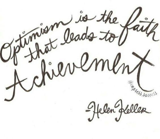 Helen Adams Keller foi uma escritora conferencista e ativista social americana. Nascida no Alabama em junho de 1880 foi a primeira pessoa surda e cega a conquistar um bacharelado faleceu em junho de 1968. Helen aprendeu inglês francês e alemão. Anne Sullivan a ensinou a ouvir colocando seus dedos sobre sua garganta lábios e nariz associava vibrações e palavras.  #olhardemahel #helenkeller #conferencista #ativista #inspiration #pacontecimentos #fpolhares #annesullivan #palavra #aprendizado…