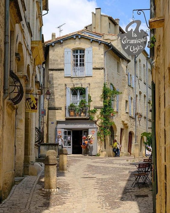 Uzès France par @aeuropeanescape