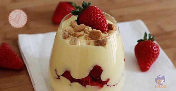 La coppa mascarpone e fragole senza cottura è una ricetta dolce facile e velocissima da preparare, golosa, fresca e di stagione.