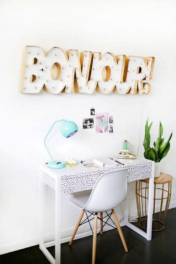 dco chambre ado fille pour le coin bureau lettres bonjour en bois et blanc - Idee Deco Chambre Ado Fille A Faire Soi Meme