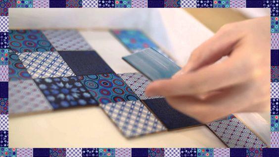 Décorez ce plateau en le personnalisant avec nos accessoires décoratifs carrés, esprit mosaïque, de la collection Shades of blue.