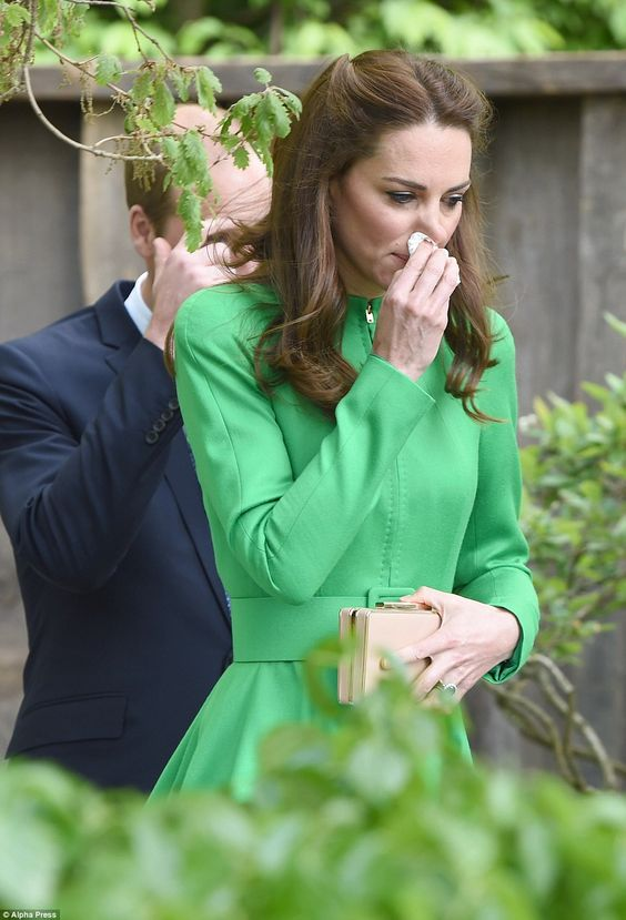 Kate suffered a runny nose but was prepared for the occasion and whipped out a tissue from her box clutch: