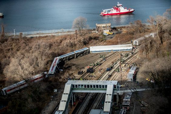 4 Dead in Metro-North Train Derailment in the Bronx - NYTimes.com