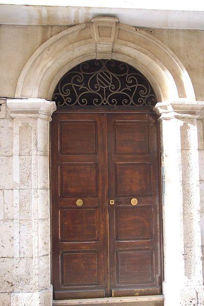 Belle porte dans le Vieux Nice