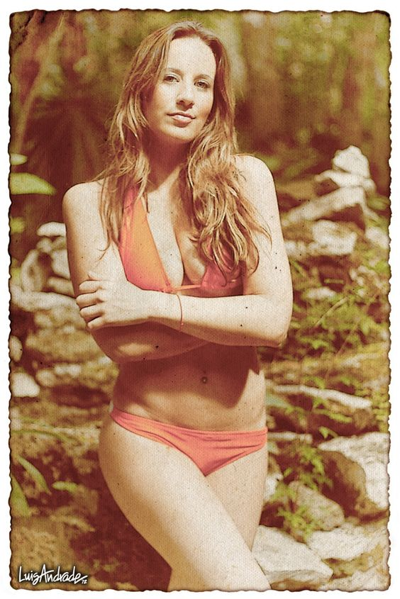 Vero Bermejo for Ifigenia Swimsuits. Photo by Luis Andrade.
