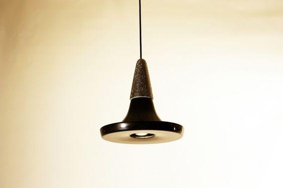 Lámparas Small Light Crystal de Rodrigo Vairinhos. Enterate más acá: http://arqa.com/diseno/lamparas-small-light-crystal-de-rodrigo-vairinhos.html #diseño #design #lámpara #lamp #objeto