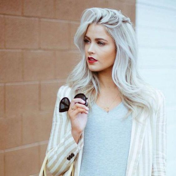 40 Medium Hairstyles and Haircuts for Round Faces 2018 - Fashiondioxide #whitehair