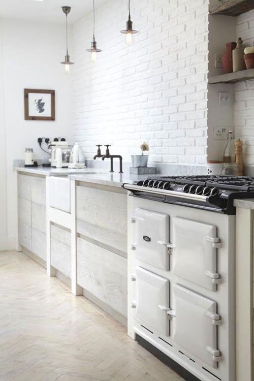 Parquet Cocina   Cocina Rustica Frente De Ladrillo Pintado De Blanco Suelo De