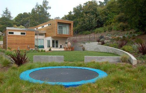 Schickes Hinterhof Sport Gerichts Ideen Garten In Ground Trampoline Backyard Trampoline Backyard Landscaping
