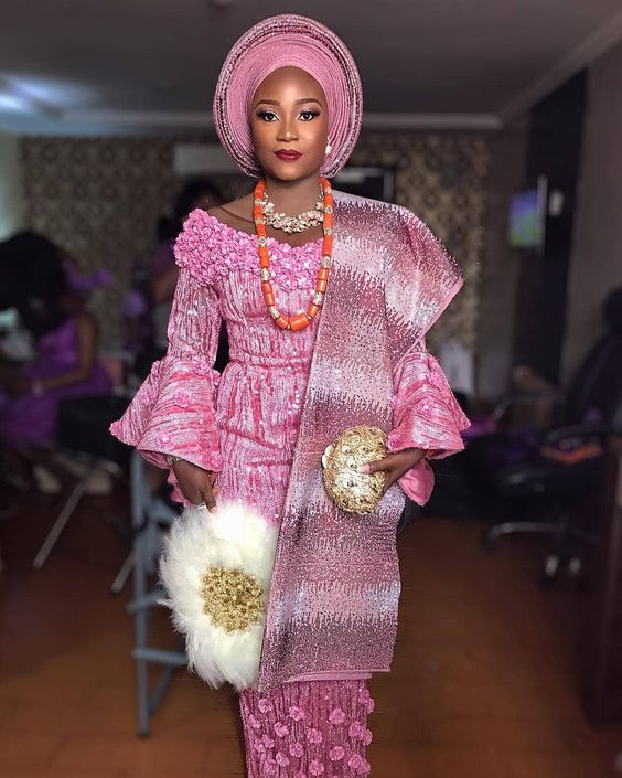 "Ms Asoebi on Instagram: ""Bride on Fire 🔥 @teephabb Makeup and gele by @beautyandthebeholdermakeovers Asooke by @stylish_trendzz Fabric by @morkalfabrics Dress by…"""