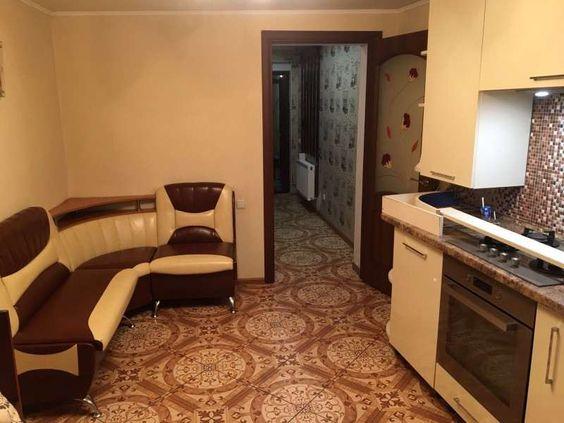 2-комнатный дом на 2-й Заставе. Полностью укомплектован всем необходимым для комфортного проживания. Имеется небольшой двор.