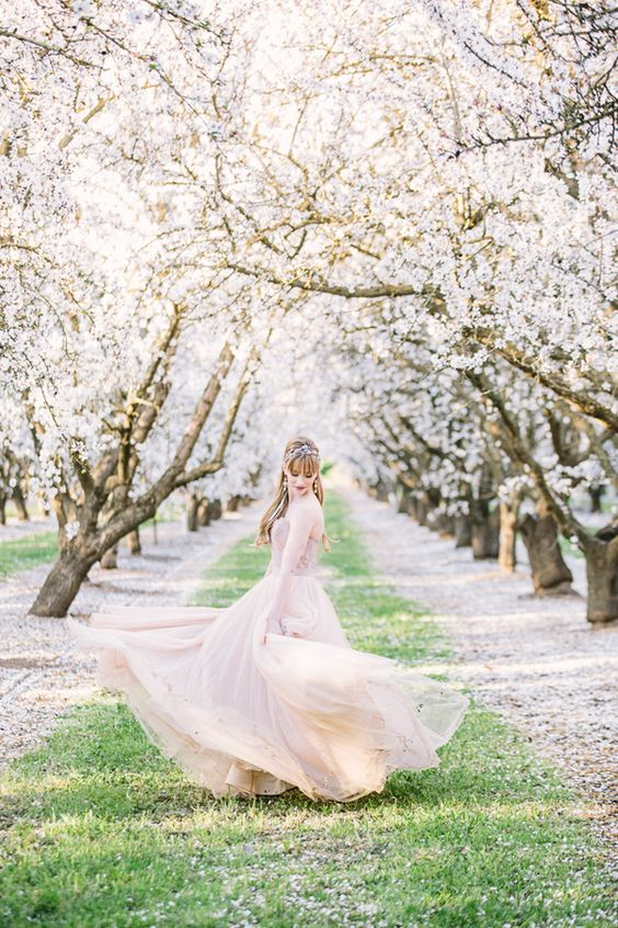 Hello, beautiful blossoms! This shoot that photographers Ginny of Retrospect Images + Brooke Beasley envisioned + whipped up basically encapsulates the beauty of a romantic spring wedding, from the sweet seasonal blooms of California almond orchards to the way various shades of pink complement the greenery around them. What's not to swoon over here? Classic …: