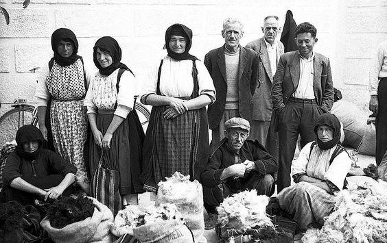 Αγορά στα Τρίκαλα,1959.... Φωτογράφος Gerhard Haubold.