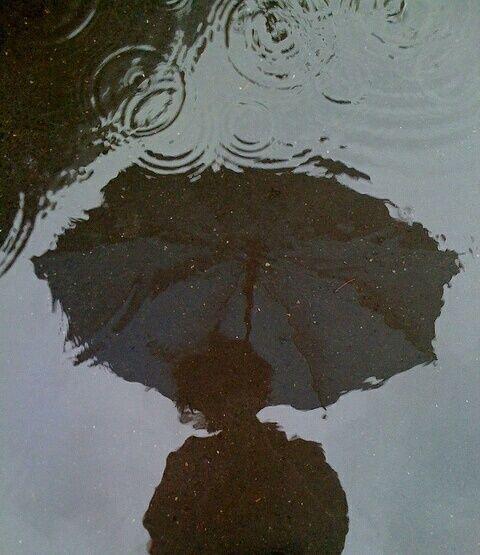 rain, grunge, and umbrella resmi