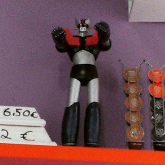 Encontrarme este Mazinger Z en un puesto de perritos calientes en el día del 35 aniversario del robot, no tiene precio :-)
