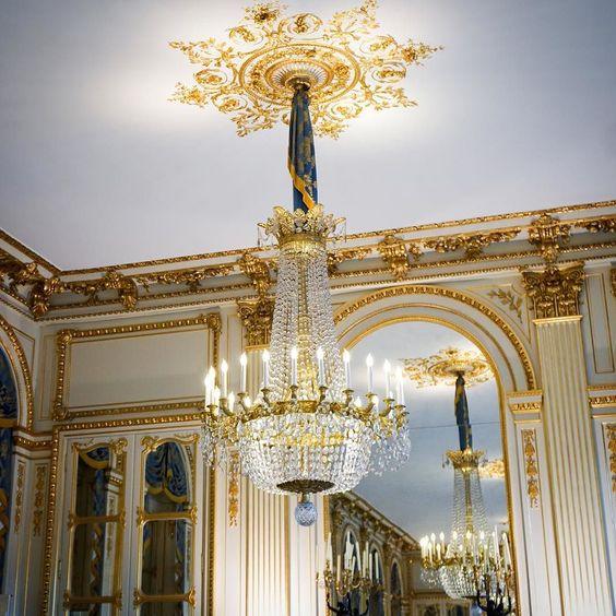 Something about the room  #petiteinparisgoestofashionweek #parisfashionweek #petiteblogger