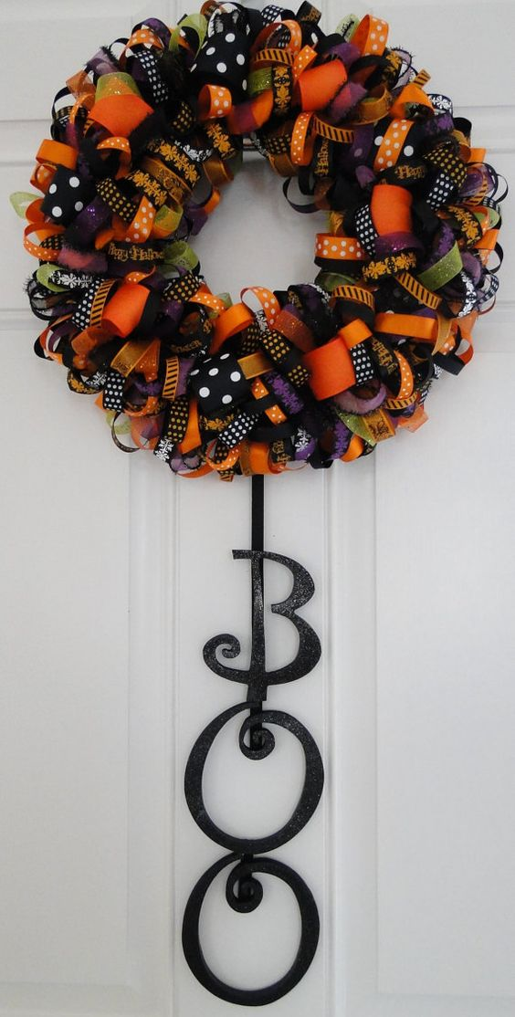this wreath is adorable! easy to make.: Halloween Idea, Halloween Decoration, Wreath Idea