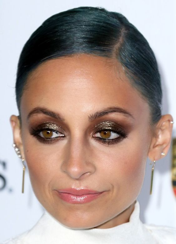 Nicole Richie in brown smokey, glittery golden shimmer eyes #makeup with tan rosy cheeks and creamy pink lips at Baby2BabyGala2014.