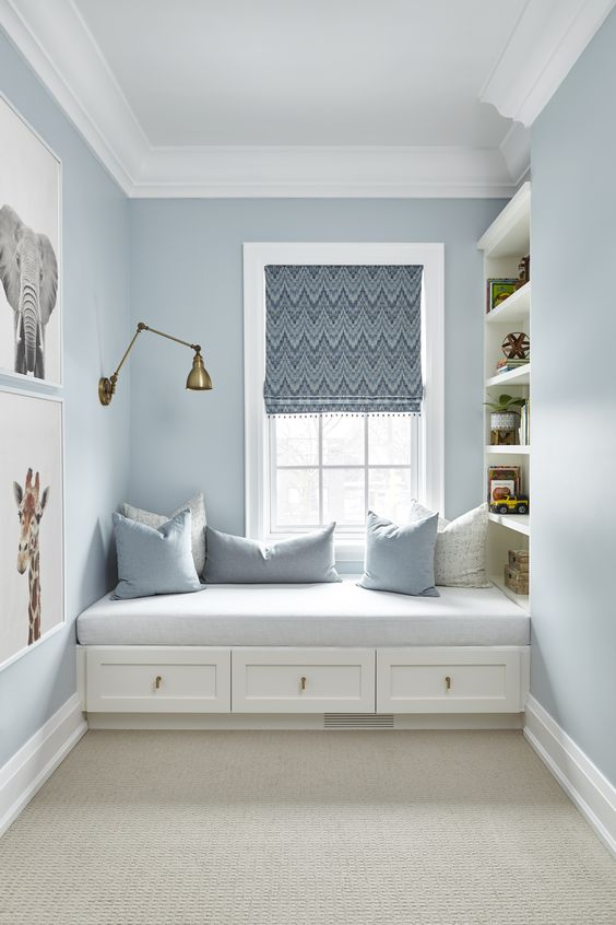 Picture perfect, built-in bench with drawers and shelves. Love this idea for a kids room or play room.